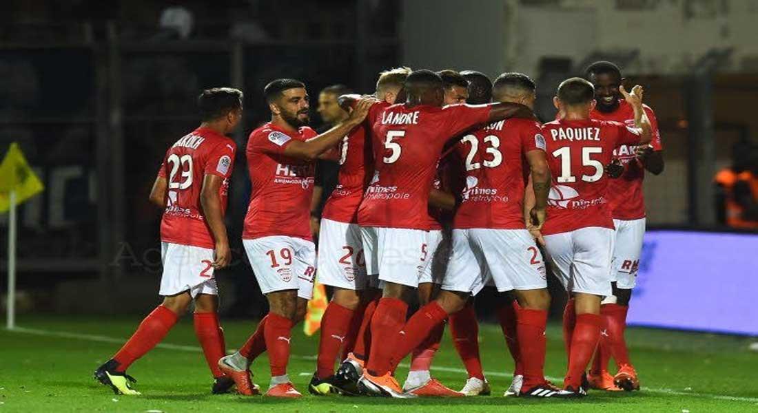 Les clubs professionnels ont adopté l'idée d'une Ligue 2 élargie à 22 équipes la saison prochaine