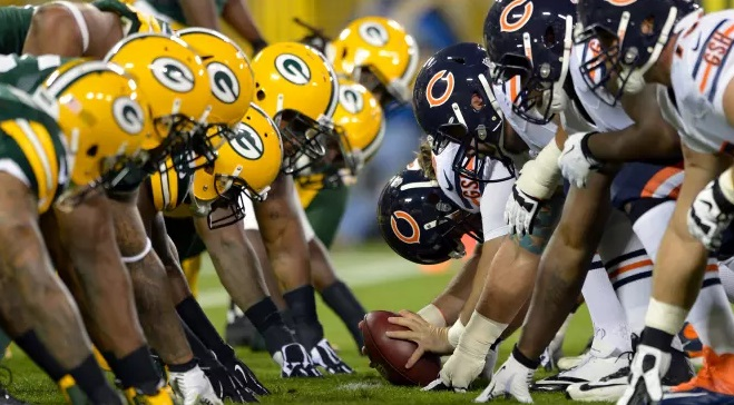 Packers and Bears line up in Week 1.