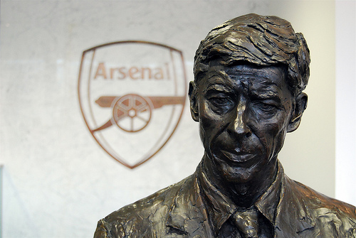 Arsenal manager Arsene Wenger receives backing from club