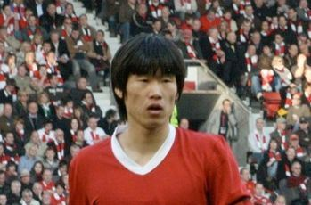 Park Ji-sung playing for Manchester United