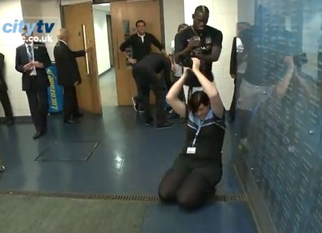 Mario Balotelli who stole the lens of a Manchester City photographer before running off