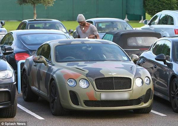Mario Balotelli's Bentley Continental GT painted in camouflage colours