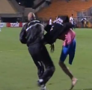 A one-legged pitch invader at Corinthians v Coritiba