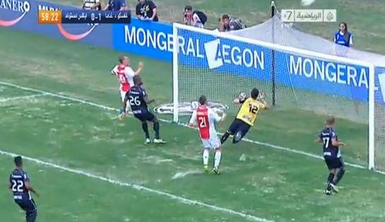 Newcastle United target Siem de Jong misses an open-goal while playing for Ajax against Vasco Da Gama