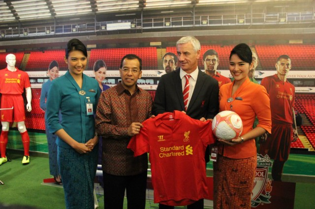 Ian Rush does the Liverpool Harlem Shake at the opening of the Garuda Indonesia and Liverpool FC Experience in Jakarta