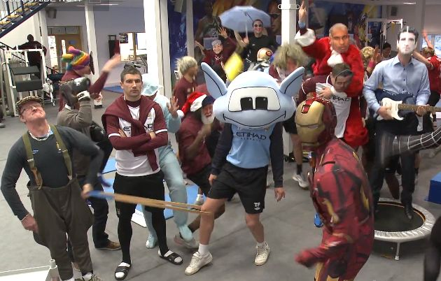 Manchester City do the Harlem Shake