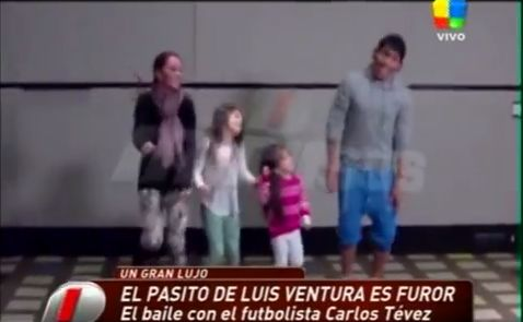 Carlos Tévez dances with his family on Argentine TV