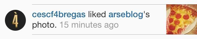 Cesc Fàbregas likes the pizza thrown at Sir Alex Ferguson