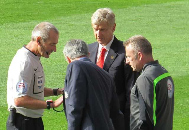 Wenger vs Mourinho shoving match