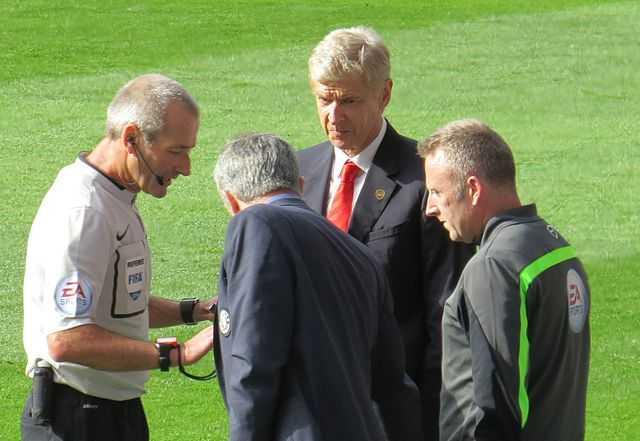 Wenger vs Mourinho shoving match