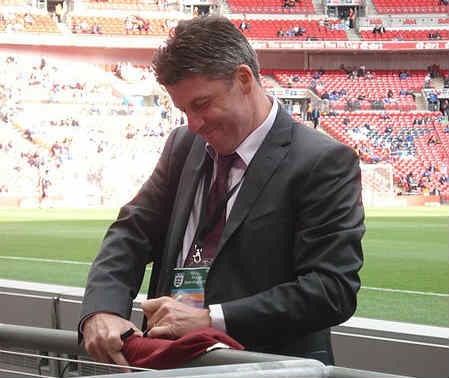Andros Townsend dedicated his goal to this guy, Andy Townsend