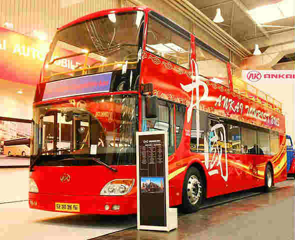 This parked bus frustrated Mourinho
