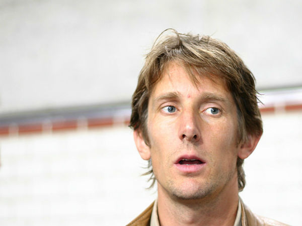 Edwin van der Sar is one of the goalkeepers who saved 3 penalties in 1 game