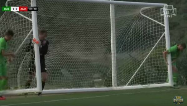 Goalposts blow away during friendly between Rubin Kazan and Amkar