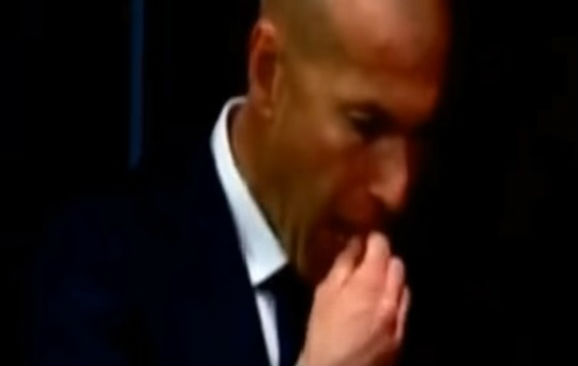 Zinedine Zidane stuck his gum under a press table after Barcelona 1-2 Real Madrid