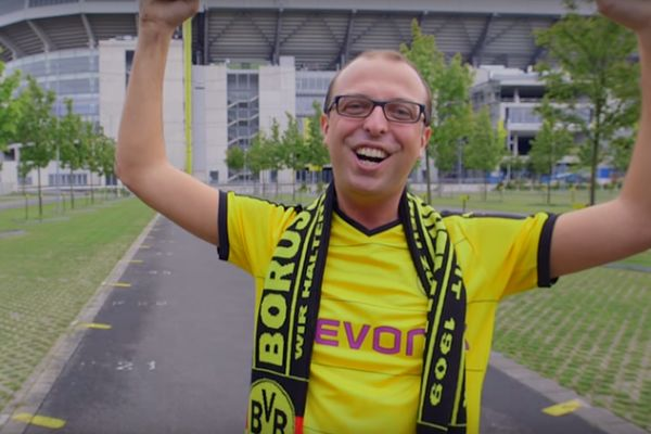 Borussia Dortmund fan breaks record for world's longest shout