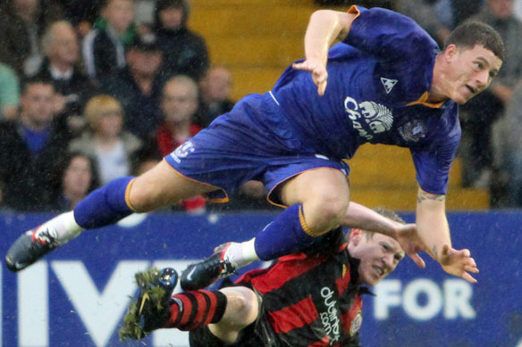 Ross Barkley took that punch like a girl, says David Moyes