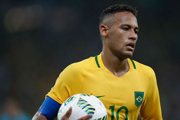 Neymar playing for Brazil