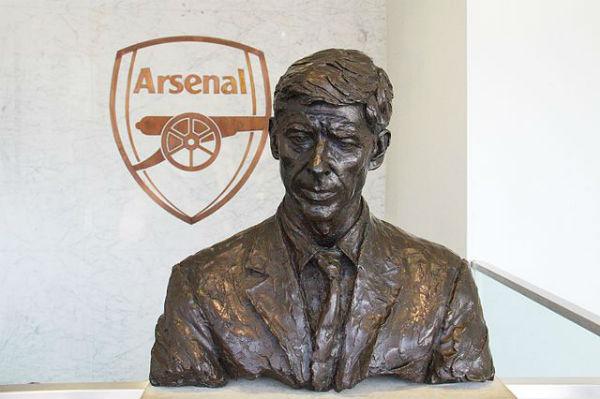 Arsène Wenger statue