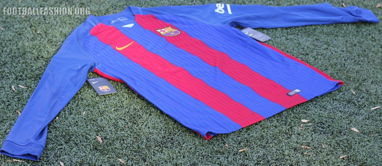 39f40b7886b ... the UNICEF logo on their jerseys in 2006. The absence of a commercial  logo on the FCB 16 17 home shirt invokes memories of many a classic Barcelona  kit.
