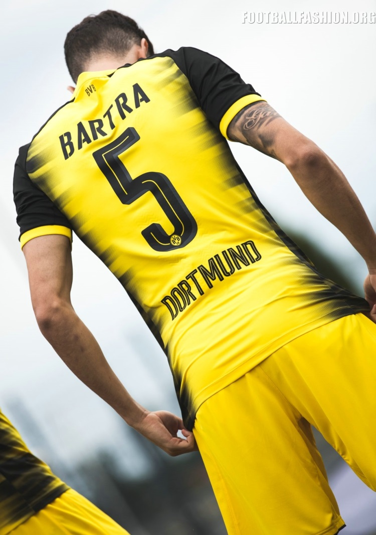 huge selection of 9c69c bb565 Borussia Dortmund 2017/18 PUMA Champions League Kit ...