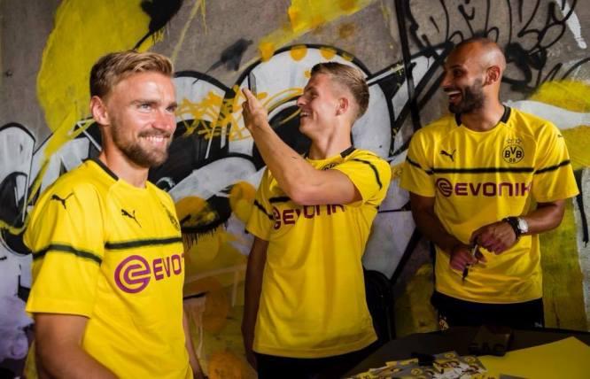 borussia-dortmund-2018-2019-puma-cup-kit (10)
