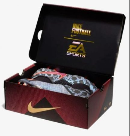 EA SPORTS FIFA 19 x PhantomVSN Soccer Football Boot