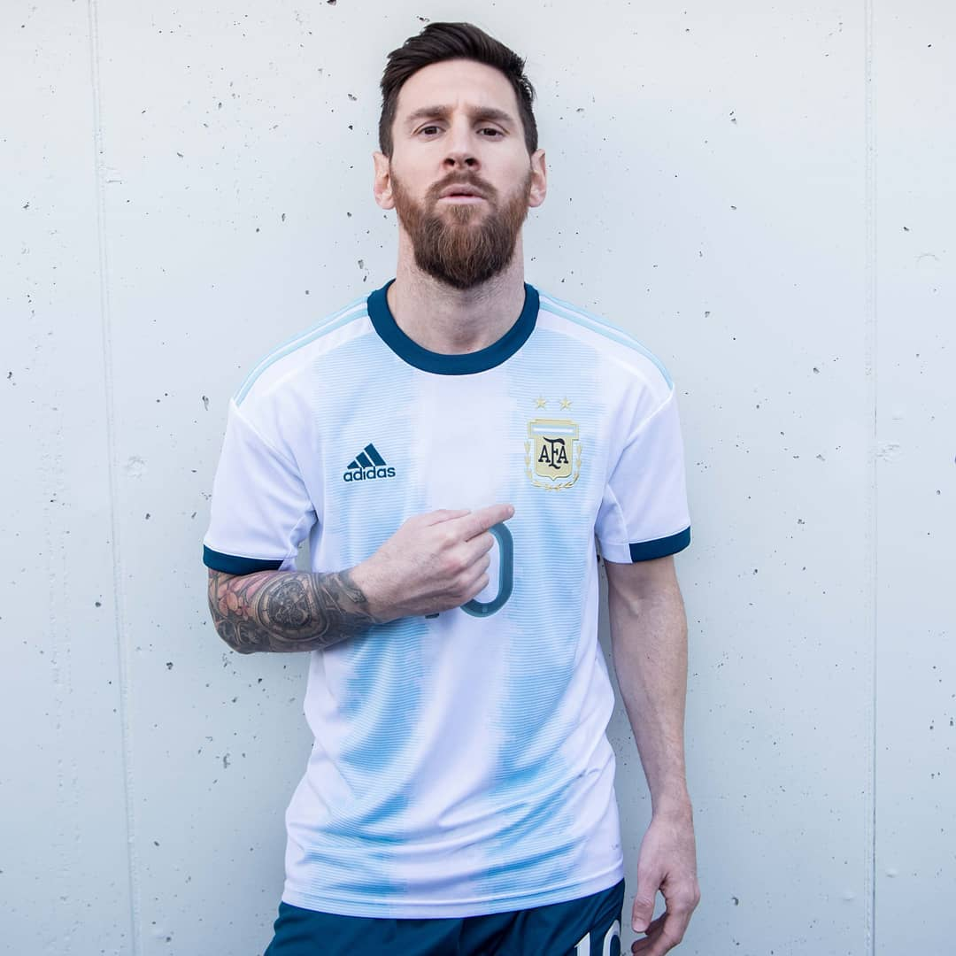 7b3cecda3f8 The adidas shoulder stripes on the Argentina 2019 Copa America home jersey  are sky blue while its sleeve cuffs and collar are navy blue.