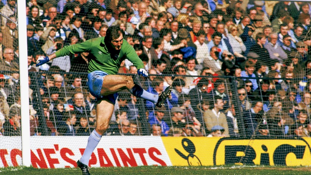 Season 78/79: Manchester City legend Joe Corrigan speaks to The Football Pink