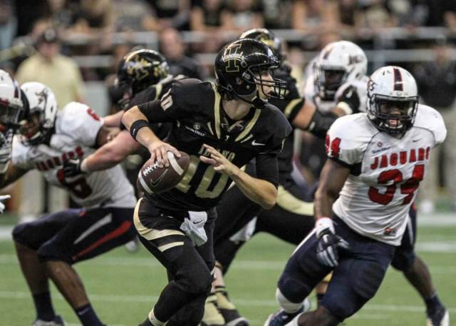 September 27, 2014: Idaho Vandals quarterback Matt Linehan (10) scrambling during the South Alabama Jaguars versus the Idaho Vandals game at the Kibbie Dome in Moscow, ID.