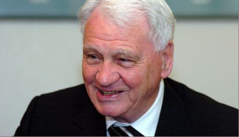 https://i1.wp.com/footballstation.files.wordpress.com/2009/07/sir_bobby_robson.jpg?w=640