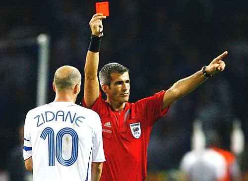 За что дают красную карточку в футболе [PUNIQRANDLINE-(au-dating-names.txt) 30
