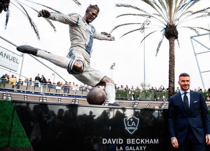 Памятник Дэвиду Бекхэму в Лос-Анджелесе фото