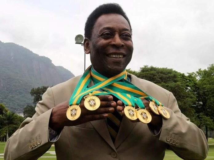 Пеле с пятью медалями чемпионатам Мира