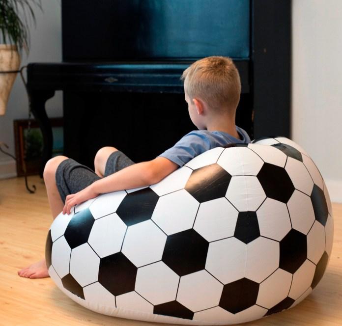 Надувное кресло мяч для футболиста