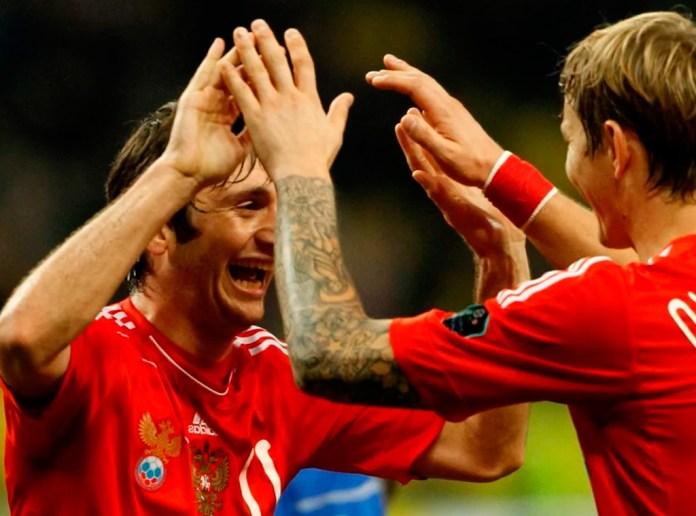 Дзагоев и Павлюченко фото в сборной