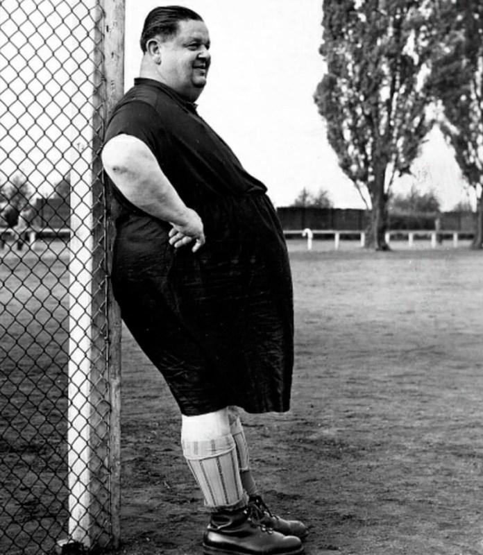 Самый жирный футболист в мире