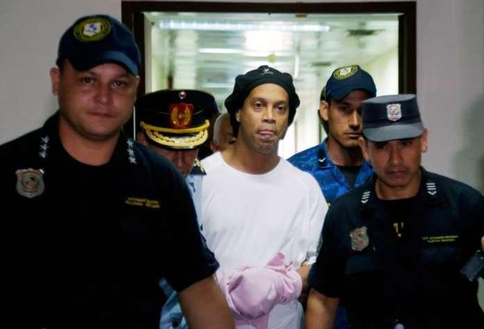 Рональдиньо арестован