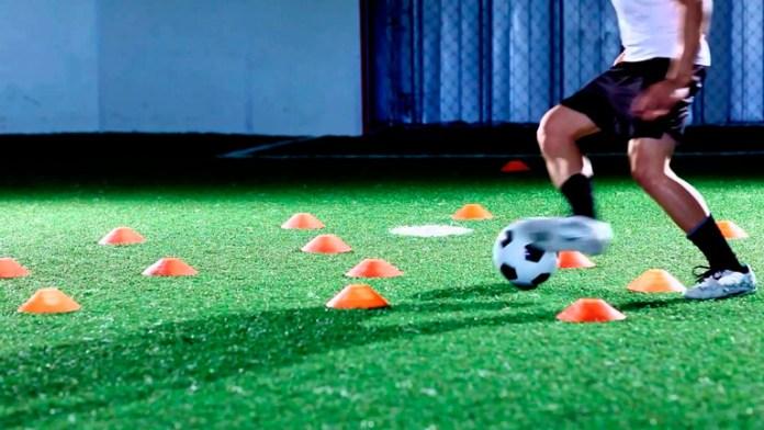 Передвижение футболиста с мячом