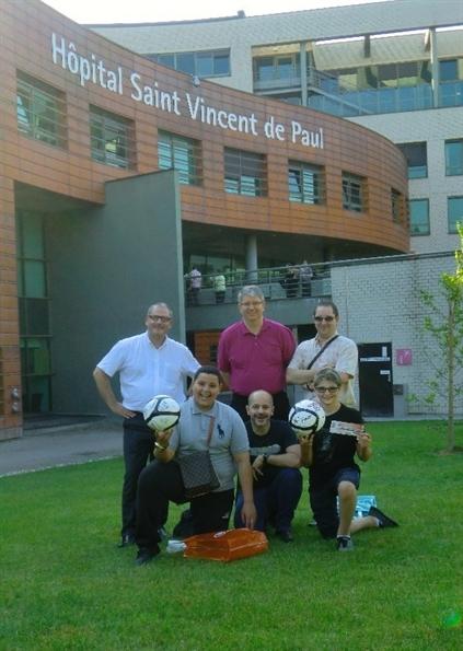 Remise de ballons à l'hôpital Saint Vincent
