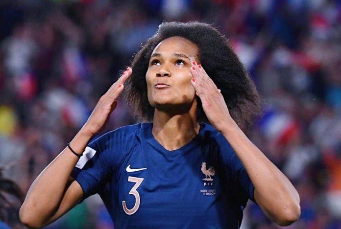 Wendie Renard a marqué un doublé pour la France contre la Suisse