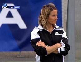 La coach de l'OL Sonia Bompastor lors de la victoire à Issy.