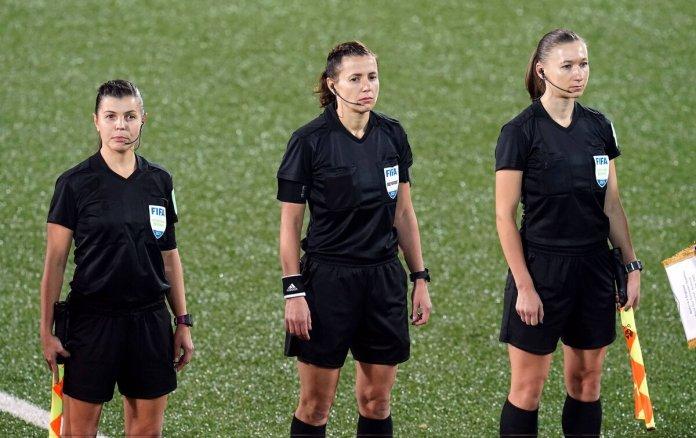 Un trio arbitral féminin pour l'Angleterre