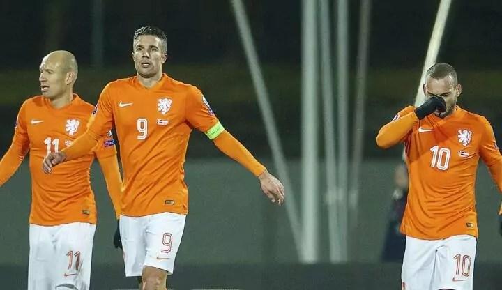 A l'étranger : Les Pays-Bas viennent de perdre un trio mythique.
