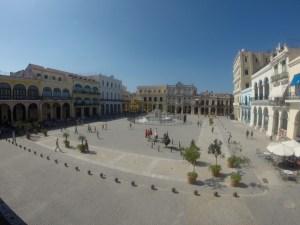 Drinking mojitos overlooking Plaza Vieja