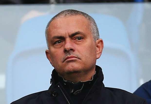 chelsea-supporters-back-jose-mourinho_1u5gkdeiak6al1urgpj1ruycn5