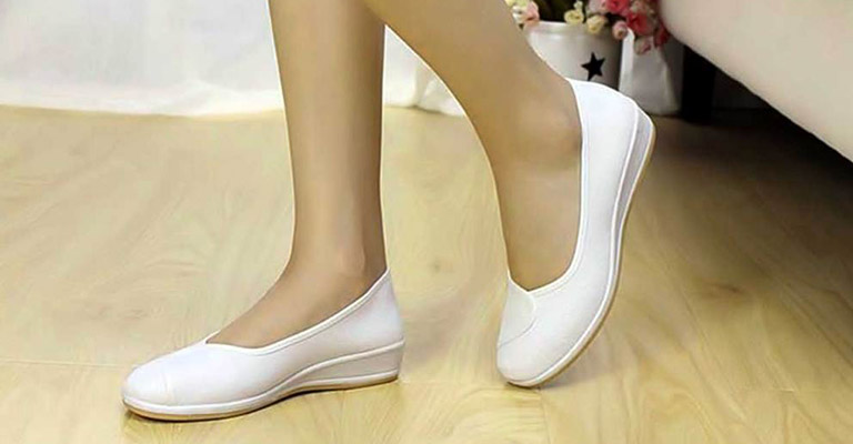 Best Nursing Shoes for Wide Feet