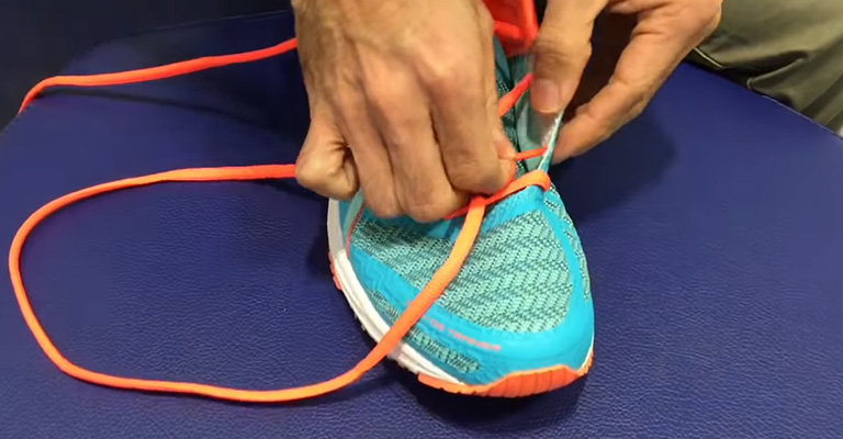 How To Lace Shoes For Wide Feet FI