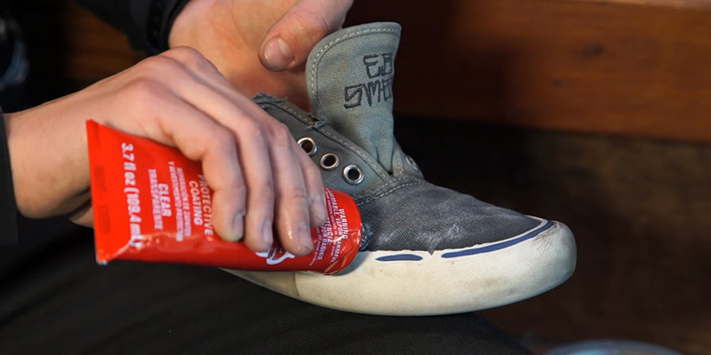 How To Use Shoe Goo To Repair Soles FI