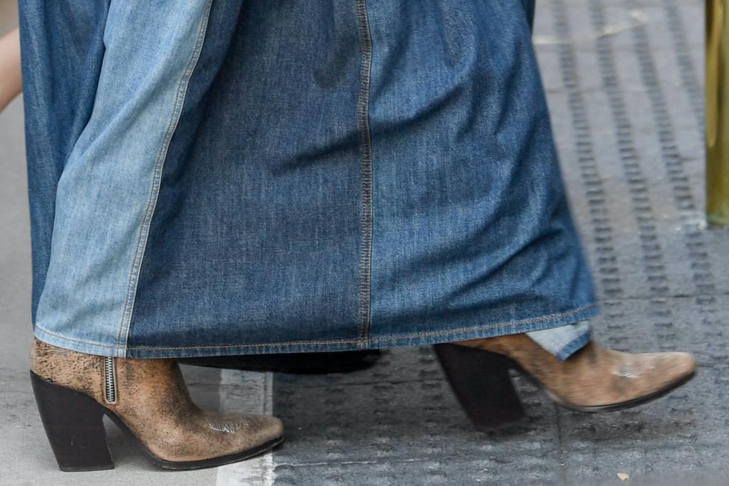 Jennifer Lopez, boots